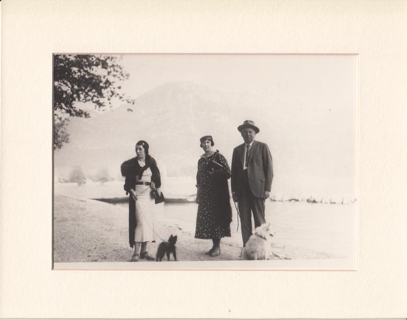 Madame Godel en compagnie de Madame et Monsieur Ladouch Aix-les-Bains 1929